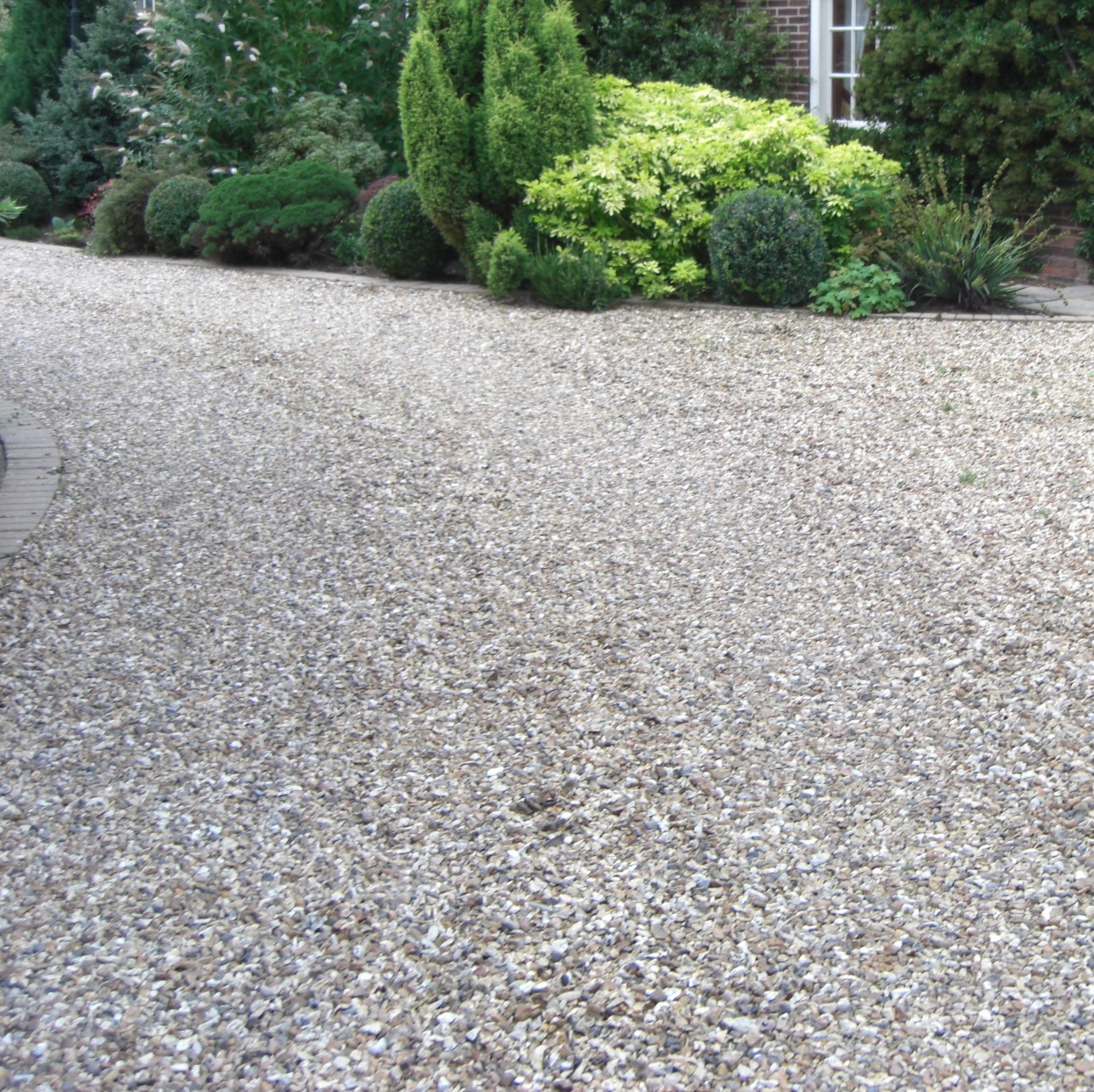 how to kill grass weeds on gravel driveway